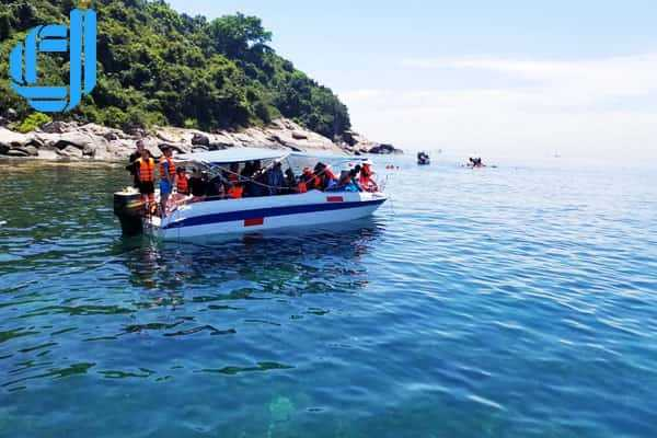 Khám phá hoạt động câu cá và lặn ngắm san hô tại bán đảo Sơn Trà