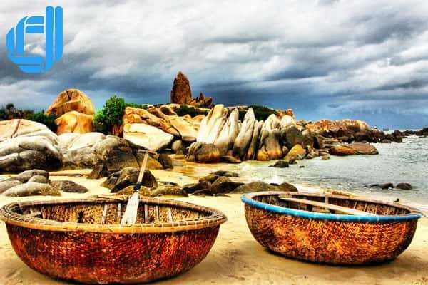Tận hưởng bản tình ca của đá khi du lịch bãi Đá Nhảy Quảng Bình